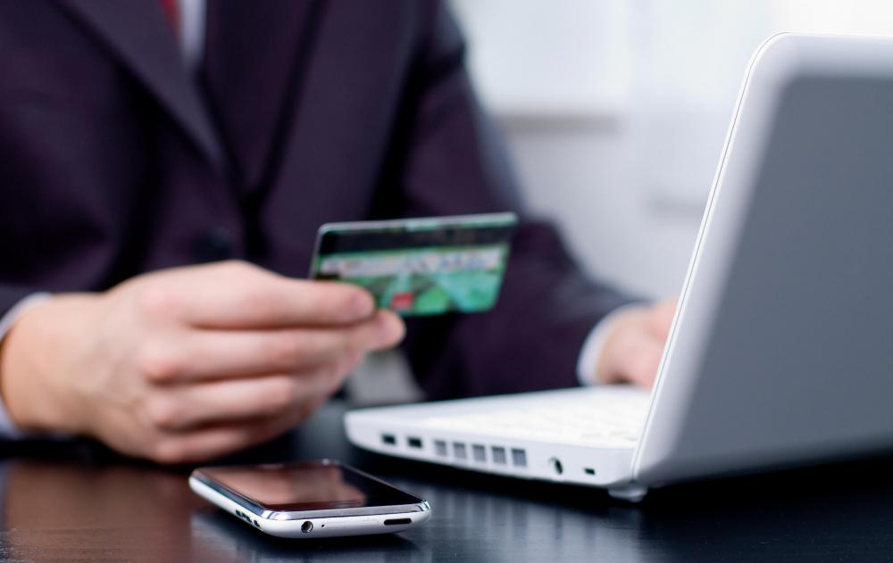 Almost eight out of every ten U.S. shoppers made an online purchase in 2013.