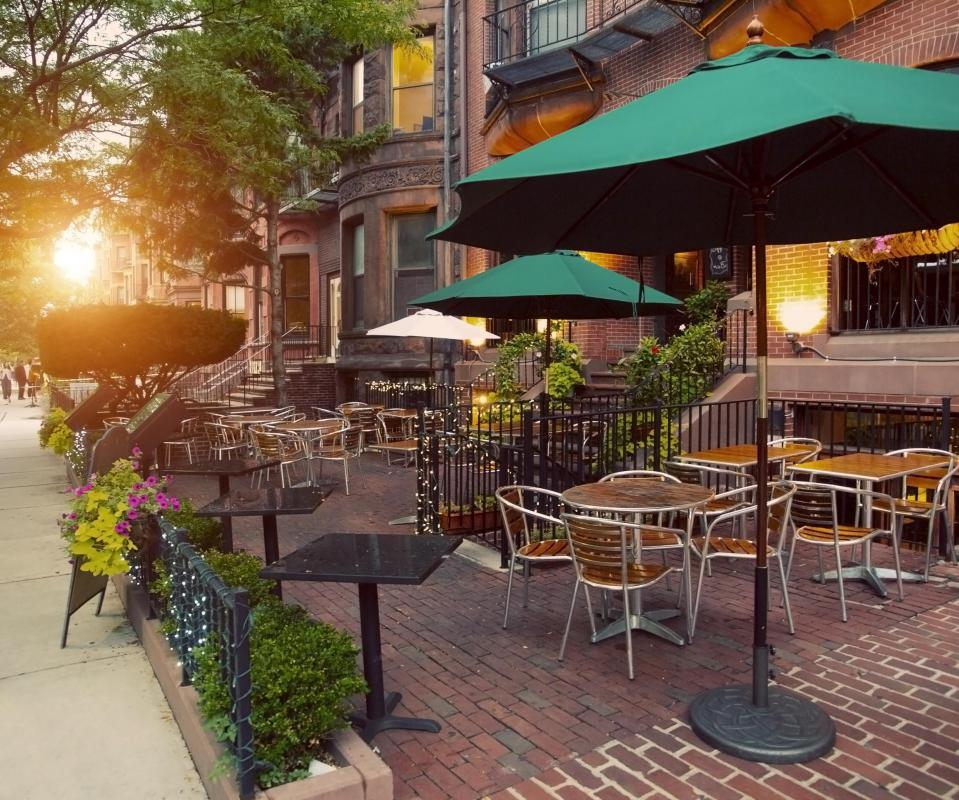 Many sidewalk cafes, bistros and coffee shops offer wireless broadband for customers.